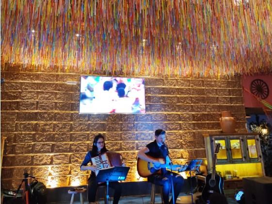 Festa Junina com música ao vivo é muito melhor!